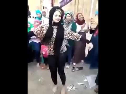 رقص بنت في الشارع تهز شوارع مصر thumbnail