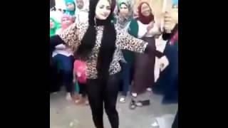 Download Video رقص بنت في الشارع تهز شوارع مصر MP3 3GP MP4