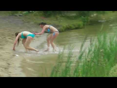 Пьяные девки на речке
