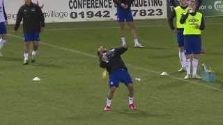 Steven Pienaar's amazing keepy-up trick!