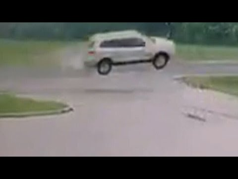 Caught on camera: Vehicle in St. Thomas, Ont. goes airborne