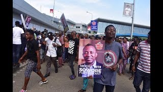 Gambar cover Omoyele Sowore Arrives Lagos, Nigeria in Grand Style #AAC #TakeitBackTV #Sowore2019