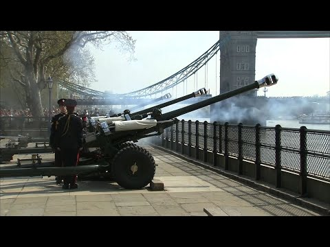 Gun Salute To Celebrate Queen's 92nd Birthday