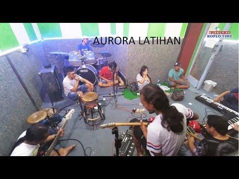 Aurora Latihan Lagu Religi - Gerry Mahesa