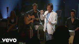 Roberto Carlos - And I Love Her (Primera Fila - En Vivo)[Official Video]