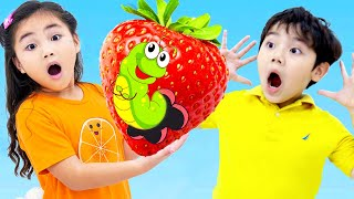 Annie and Sammy Pretend Play at the Fruit Farm for Kids