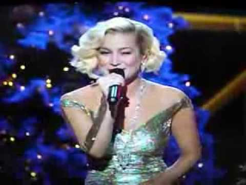 Kellie Pickler performs The Man With The Bag on the CMA Christmas ...