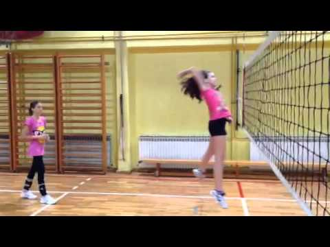 """Mini odbojka - trening """"koraci za smeč"""" s tenis lopticom"""