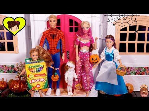 Especial de Halloween Para niños- Truco o Trato  con Muñecas y Juguetes de Barbie