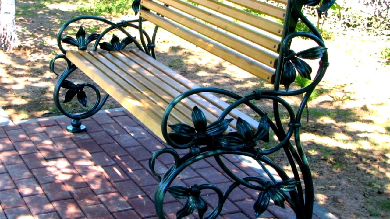 Оригинальная садовая скамейка из металла с коваными совами птицами .
