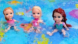 Splash pad ! Elsa & Anna toddlers - surprise - water fun - games