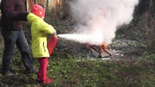 Тестируем огнетушители и учим детей ими пользоваться