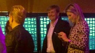 Video Koning Willem-Alexander & Maxima naar U2-Bono in Ziggo Dome. download MP3, 3GP, MP4, WEBM, AVI, FLV Juli 2018