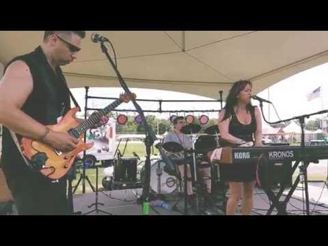 'Dancing in the Rain' The Sharon Lia Band (Hollystock 2016)