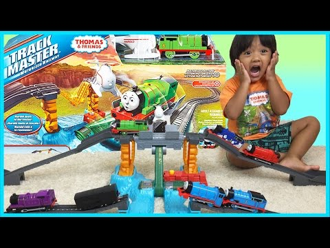THOMAS AND FRIENDS TRACKMASTER  Harnold's High Flying Rescue Set