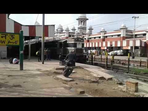 Indian Railways-13238 Kota-Patna express departing Lucknow