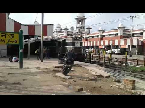 Indian Railways || 13238 Kota-Patna express departing Lucknow charbagh