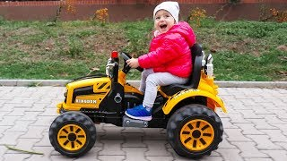Learn Colors with Little Girl Elis Ride On Tractor & Best Of Elis Compilation
