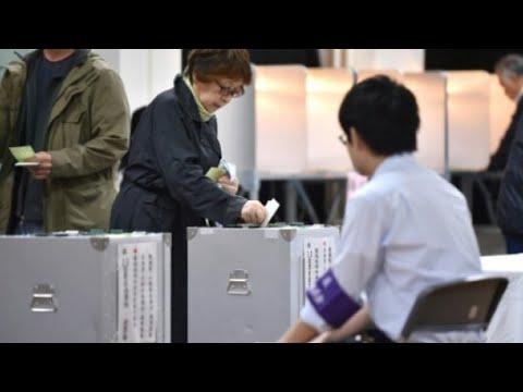 اليابانيون يدلون بأصواتهم في انتخابات تشريعية