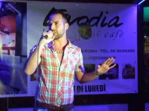 """Karaoke Evodia Damiano Sergio Massaro canta """"Nuvole e lenzuola"""" al FestEvodial"""