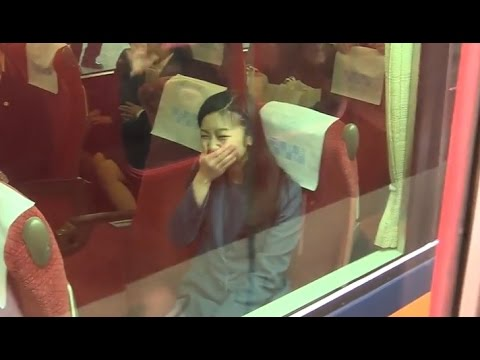 佳子さま、必死な皇室ファンのお見送りに吹き出す 奈良,神武天皇陵参拝後の電車移動 2015.3