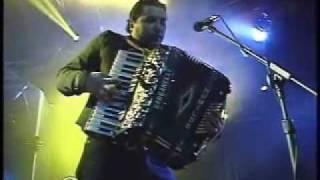 Play Pa' La Raza Del Barrio