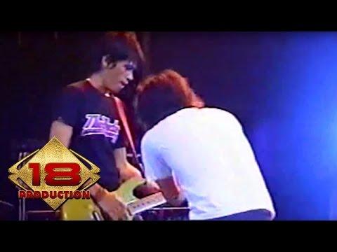 Caffeine - Bayangkan  (Live Konser Pekalongan 18 Agustus 2006)