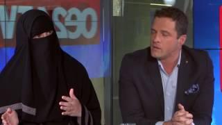 Burka-Trägerin und Gudenus im oe24.TV-Duell