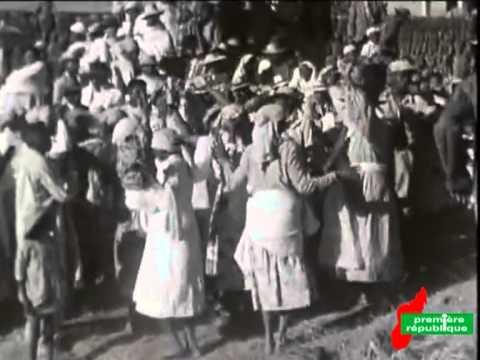 MADAGASCAR : 1967 - la tribu blanche - Le famadihana - le zébu