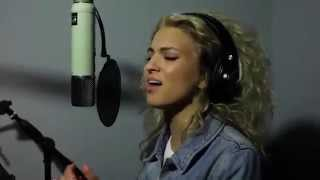 Tori Kelly Singing Pocahontas