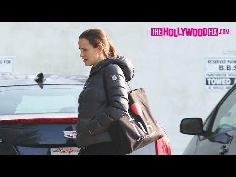 Jennifer Garner Wears A $1000 Moncler Puffer Jacket While Leaving Her Workout 12.10.16