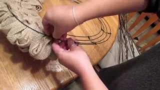 HOME DECOR: How to make a Fluffy Burlap Wreath