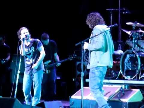 Pearl Jam & Chris Cornell - Hunger Strike (live)