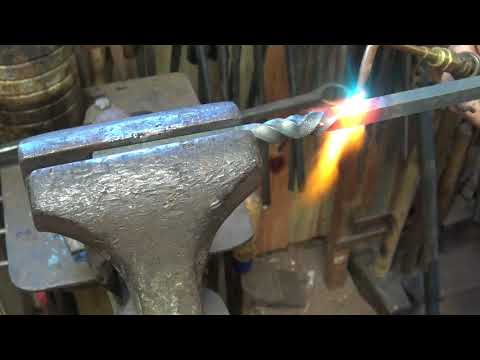 blacksmithing reverse twist