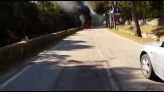 Auto a fuoco a Castel del Monte