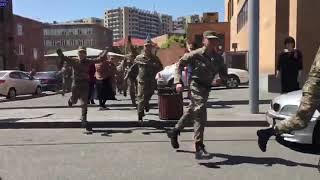 Вірменські військові перейшли на бік демонстрантів