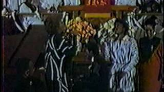 Dionne and Dee Dee Warwick Sing at New Hope Baptist Church Newark New Jersey