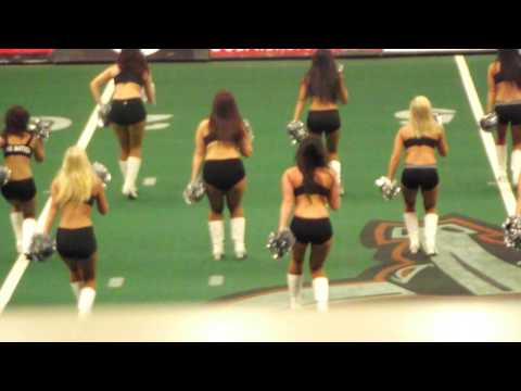 Hot Omaha Beef Cheerleaders in Practice