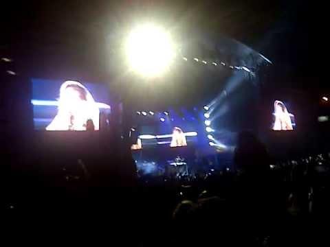 Rihanna - Diamonds (Live) - Istanbul