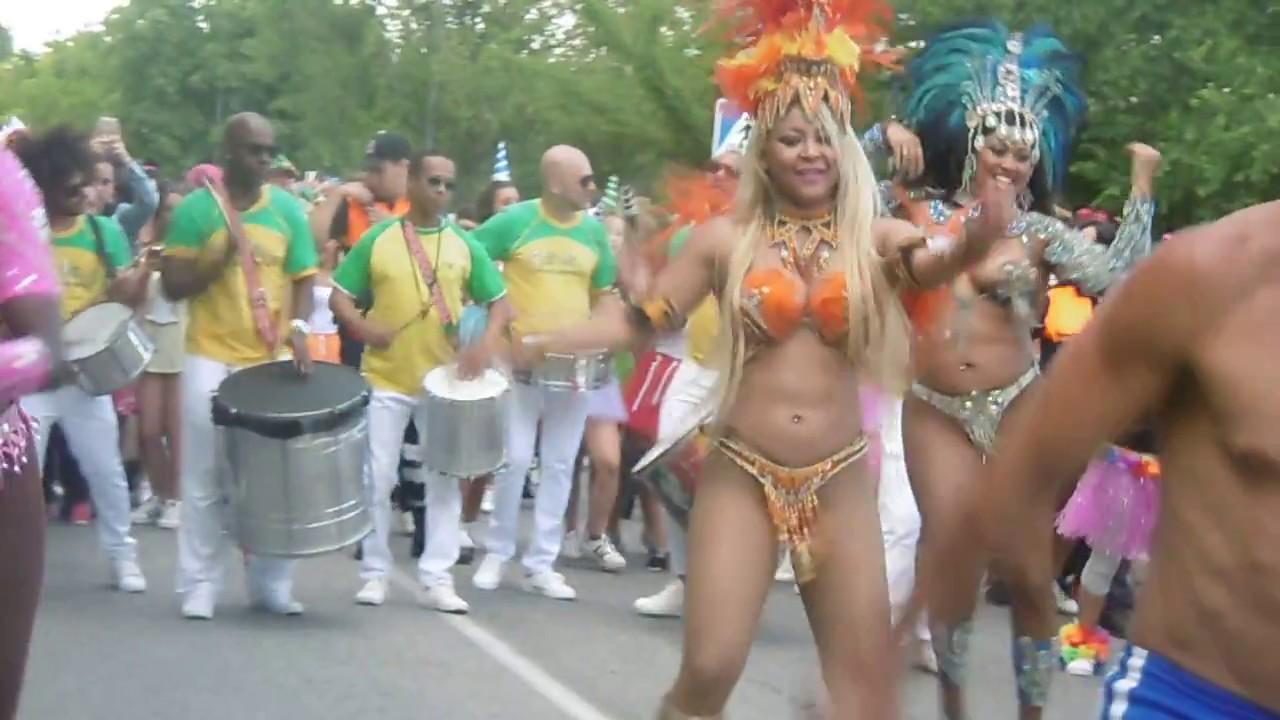 Brasileñas Bailando Samba En El Carnaval De Verano 2017 De Colmenar Viejo Youtube