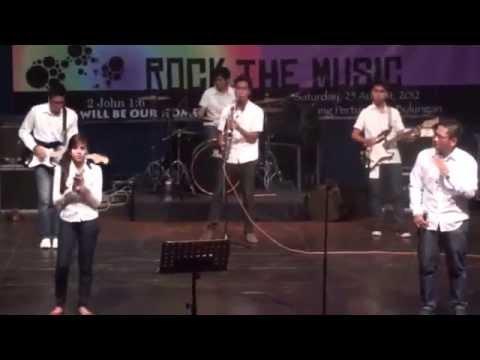 NHKBP Serpong - Ku Mau Berjalan dengan Jurus'lamatku (Festival Band Rohani 2012)