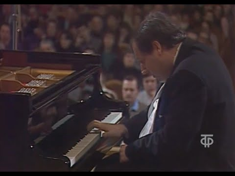Grigory Sokolov plays Bach Toccata in E minor, BWV 914 - video 1990