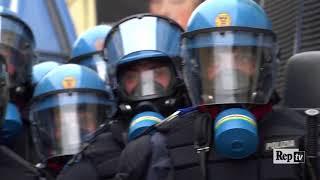 Scontri e feriti a Torino durante i cortei anti G7, il videoracconto thumbnail