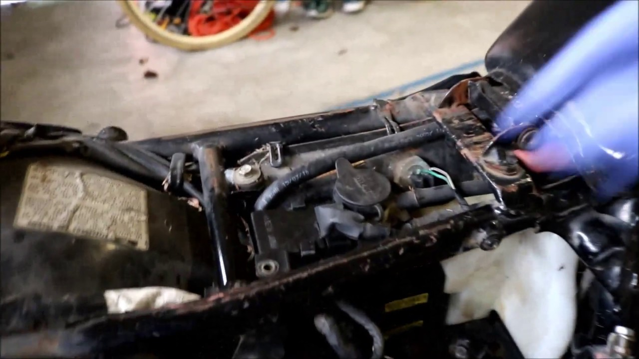 testing fuel pump  changing relay  honda magna  youtube