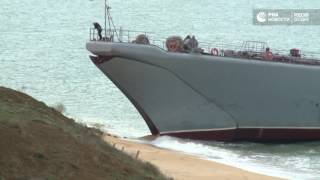 Военные десантировали боевые машины с борта Ил 76 на учениях в Крыму
