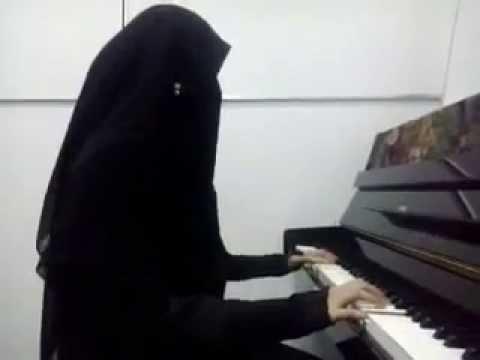 Alunan Piano yang mengasyikan