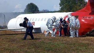 Simulasi Penanganan Kebakaran Pesawat di Bandara Areoppala Selayar
