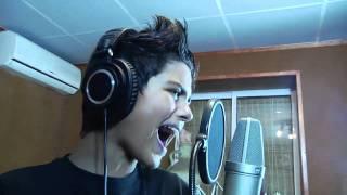 12 летний мальчик ну ооочень  красиво поёт
