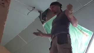 Потолок из гипсокартона на мансарде.(Монтаж криволинейного потолка из гипсокартона на мансарде. Сам процесс изготовления с комментариями и..., 2015-09-09T15:40:08.000Z)