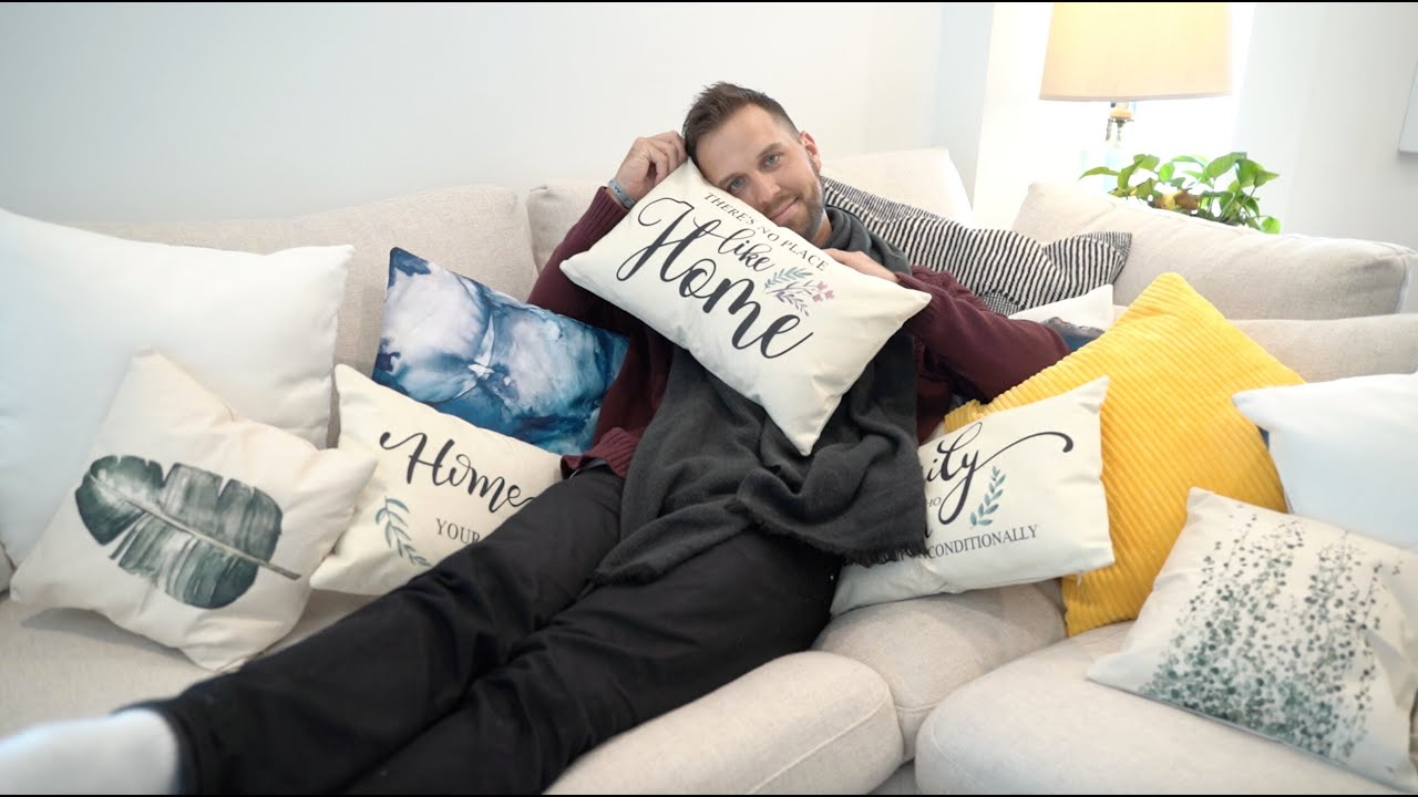 Download Couples and throw pillows